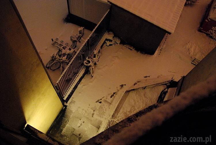 nocna fosforescencja śniegu w staroochockiej studni