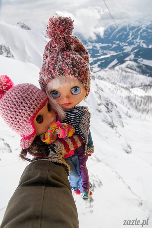 między lalkami a brzegiem przepaści