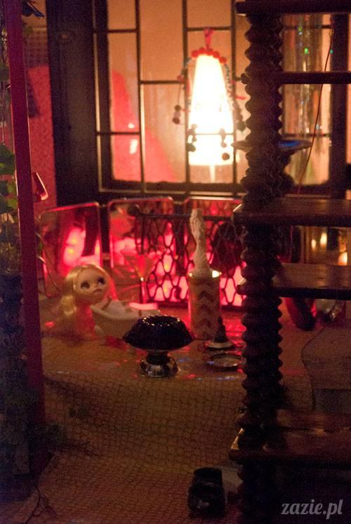 świąteczna sesja zdjęciowa Posłańca Uczuć, scenografia: Monika Sudół i Elwira Pluta, foto: Szymon Szcześniak, lalki:  Zazie