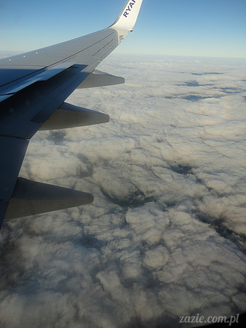 Orka Blythe doll lalka Simply Chocolate custom by Zazie kieszonkowy atlas chmur, above the clouds, airplane view