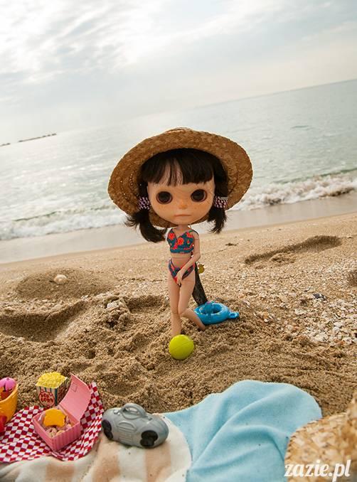 Blythe dolls on the beach, lalki Blythe na plaży, Blythe Custom OOAK by Zazie