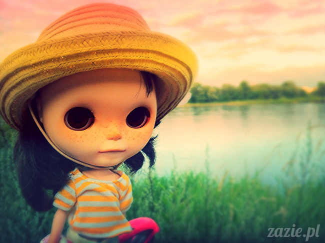 Orka Blythe Doll Simply Chocolate on the river bank of Vistula
